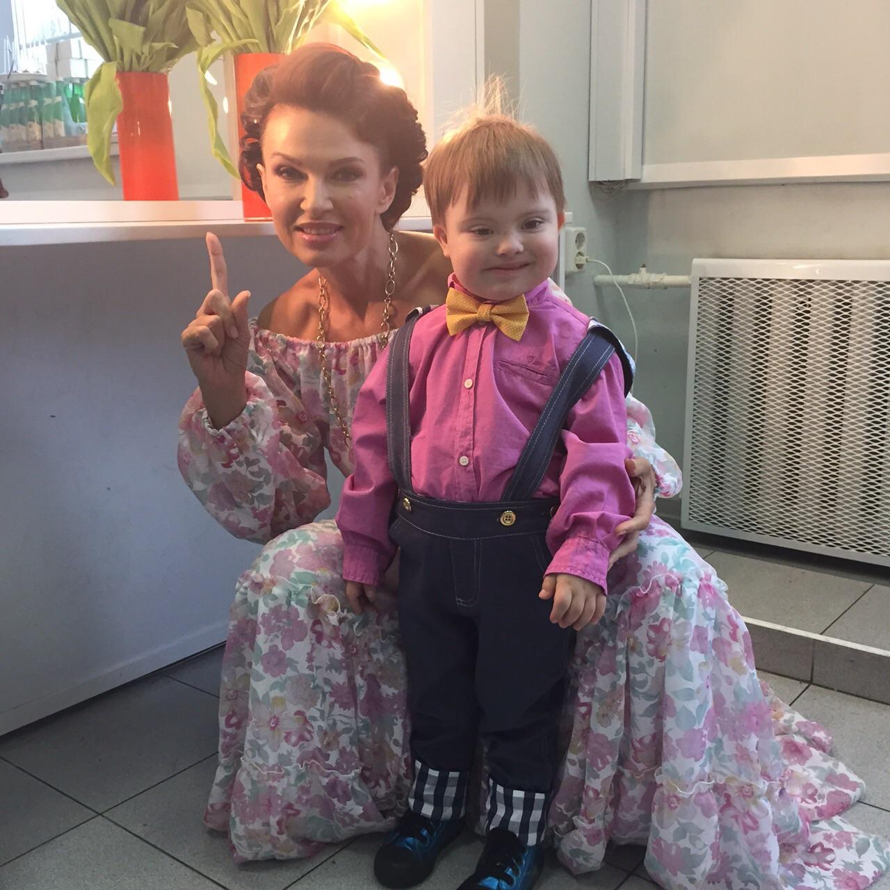 Эвелина бледанс с ребенок фото 2018
