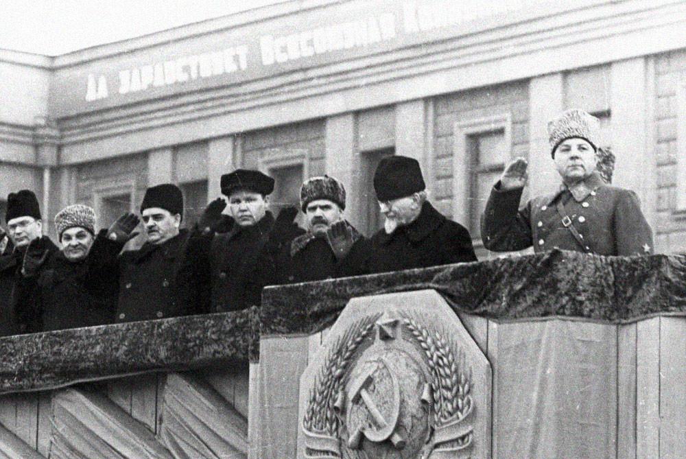 1941 г. Шверник, Вознесенский, Андреев, Калинин, Ворошилов — г. Куйбышев. Фото © Исторический форум