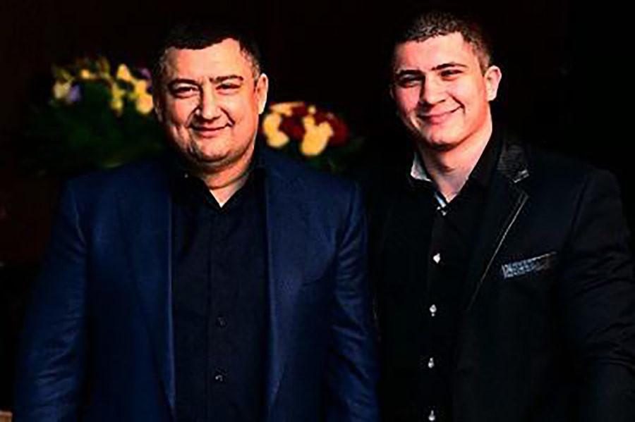 Дмитрий Ишаев (слева) c сыном Игорем. Фото: © compromat.ru