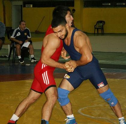 Борец греко-римского стиля Мигран Арутюнян (в синем). Фото: соцсети