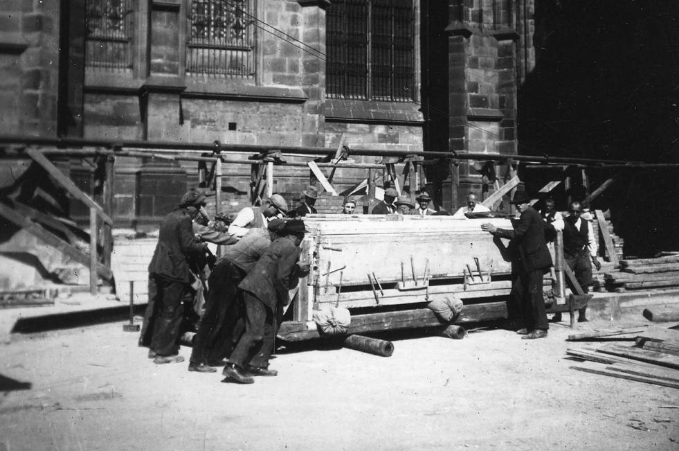 Вскрытие захоронения в Пражском Граде, 1928 год. Фото © Antiquity Publications Ltd, 2019