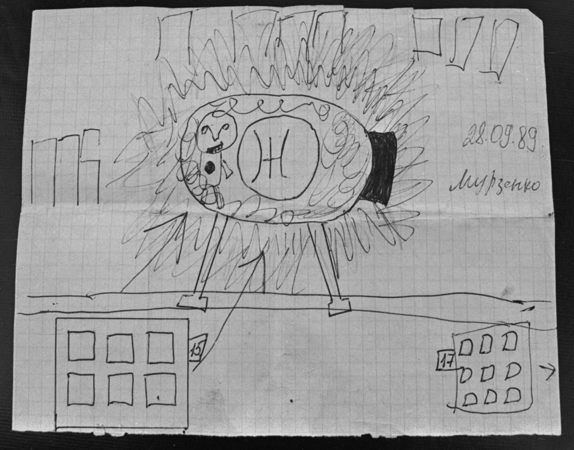 """Изображение """"корабля инопланетян"""", нарисованное детьми, очевидцами """"приземления корабля инопланетян"""" в Воронеже. Фото © Губский С. / Фотохроника ТАСС"""