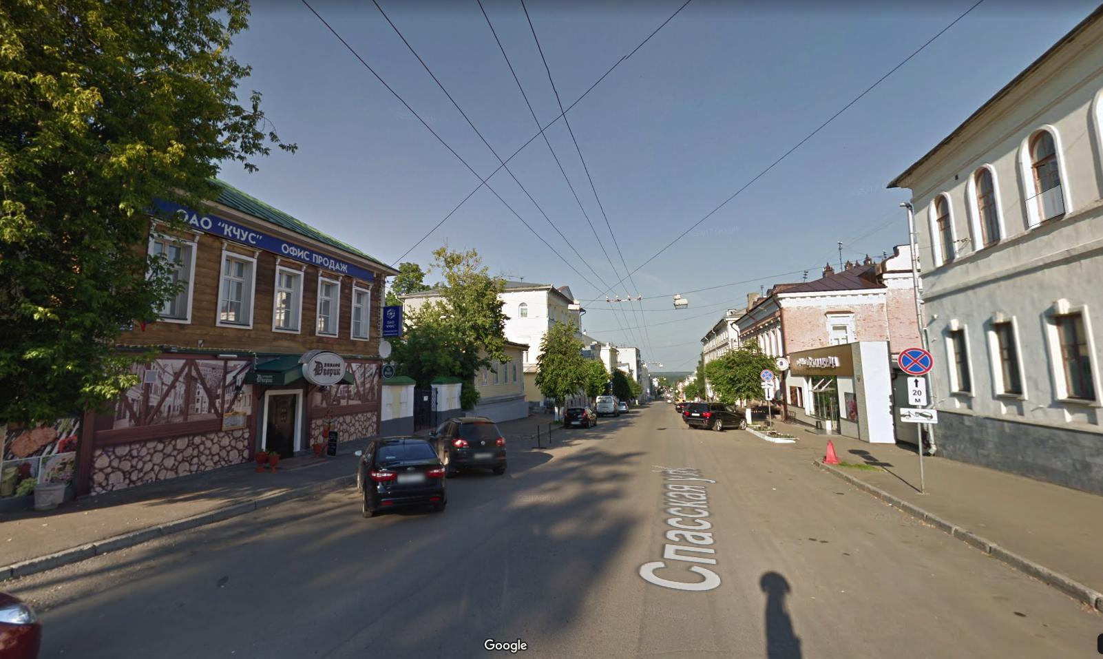 Улица Спасская. Слева — пивная, справа — Ленинский суд. Фото © Google maps
