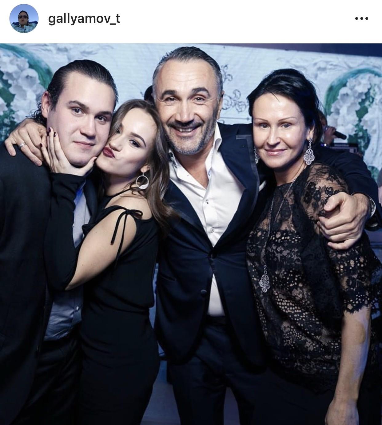 Старшие наследники и чета Галлямовых. Источник © Instagram