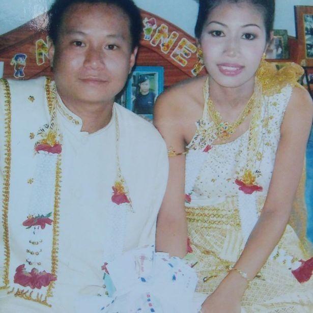 Свадебная фотография пострадавшей девушки и её супруга.