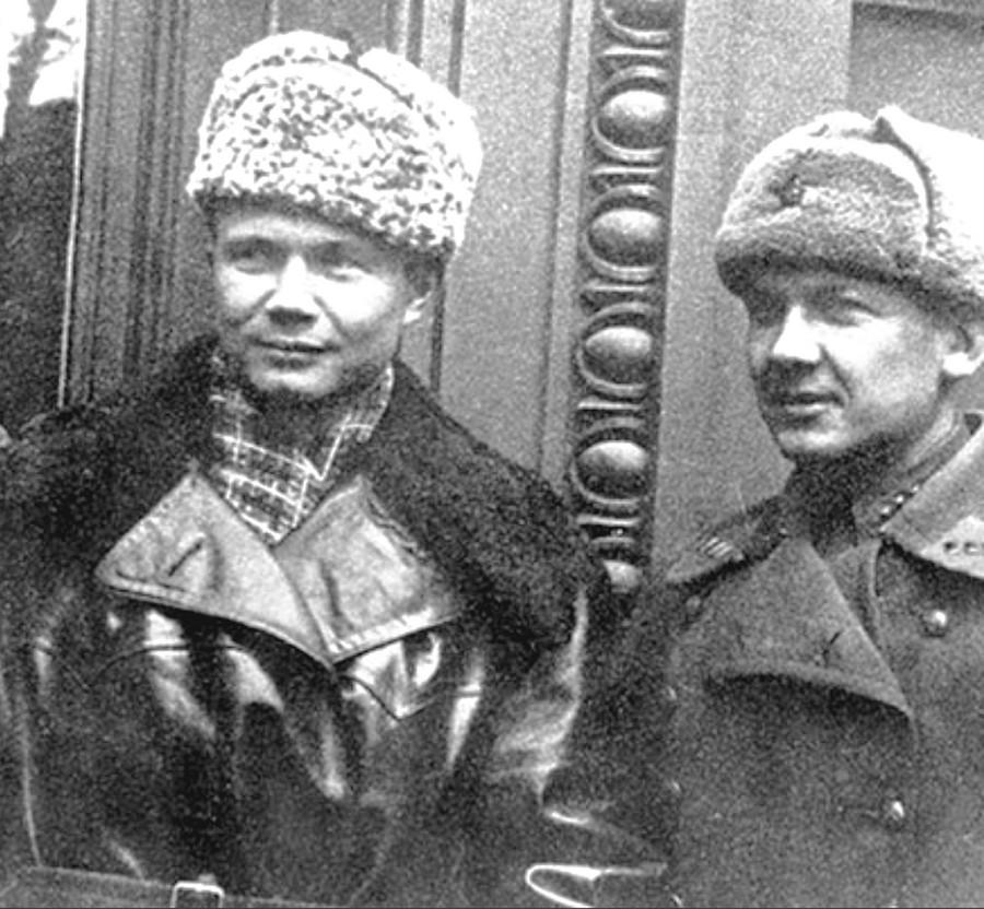 Леонид Хрущёв (слева) и Иван Заморин (справа). Фото © Public Domain
