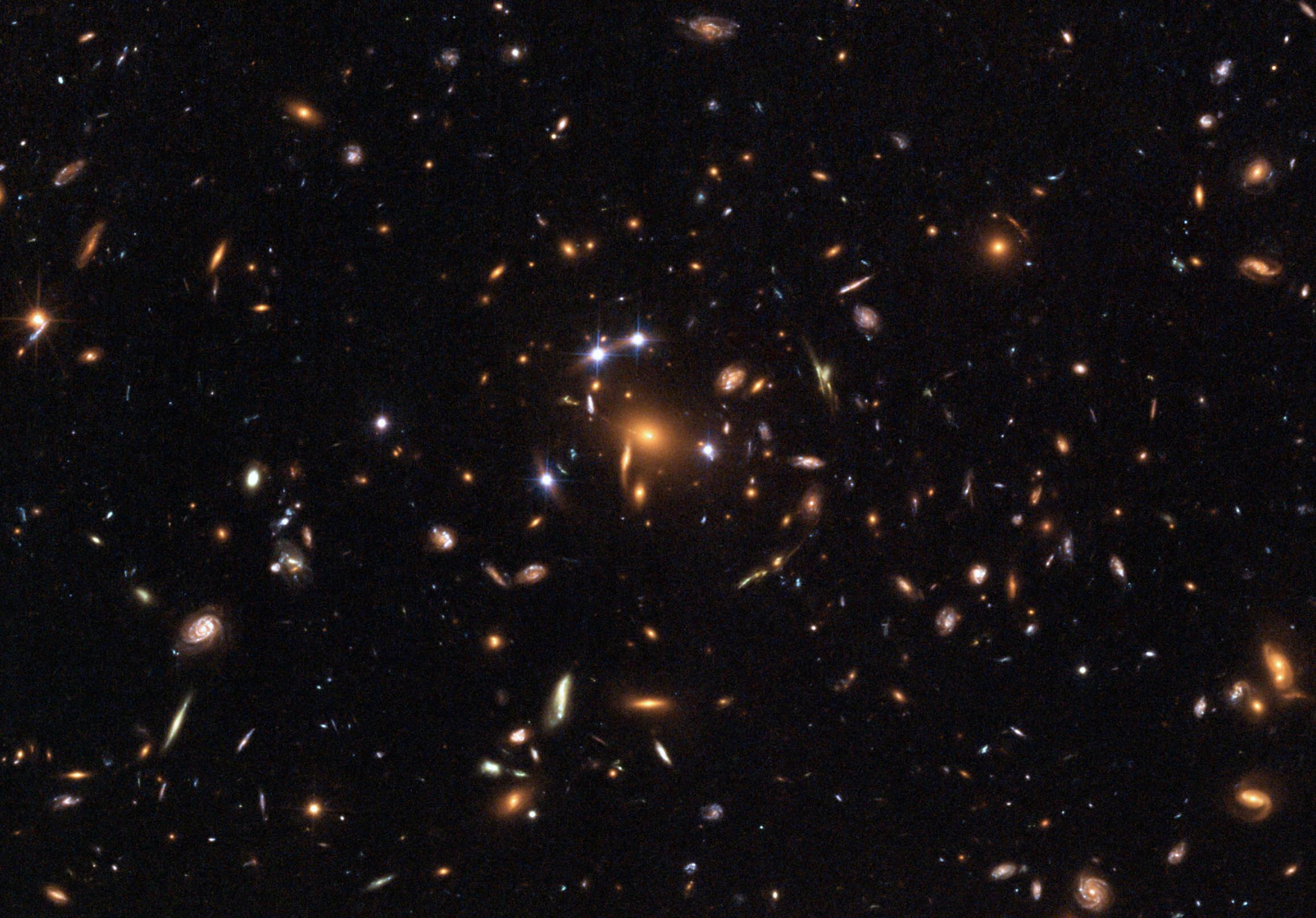 Скопление галактик SDSS J1004+4112. Фото © Wikimedia Commons