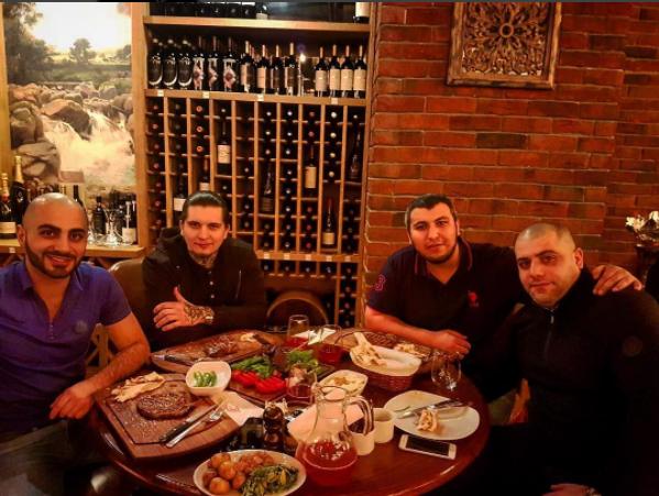 Мурад Балакеримов и Игорь Ишаев в центре. Фото: соцсети