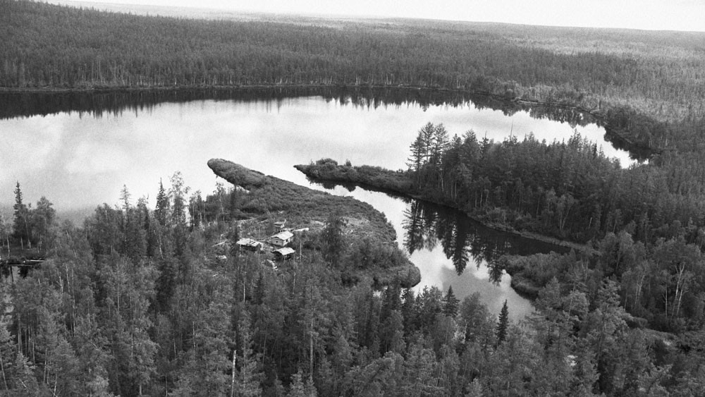 Озеро Чеко расположено в 8 км от эпицентра воздушного взрыва в районе тунгусской аномалии. Фото © Владимир Медведев / Фотохроника ТАСС