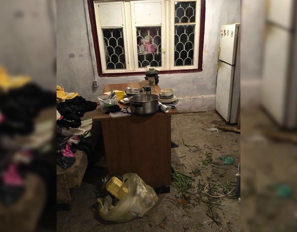 Кухня, где обедали дети Тришиной. Фото © Кубанские новости