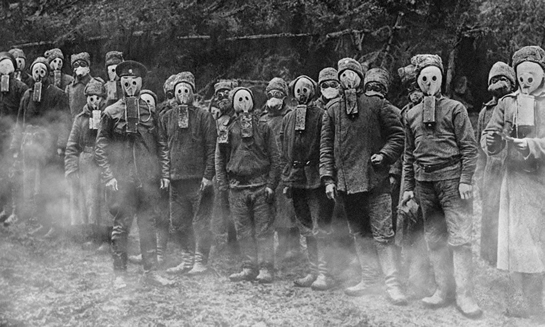 Солдаты чешского легиона русской армии в противогазах Зелинского. Фото © Wikimedia Commons