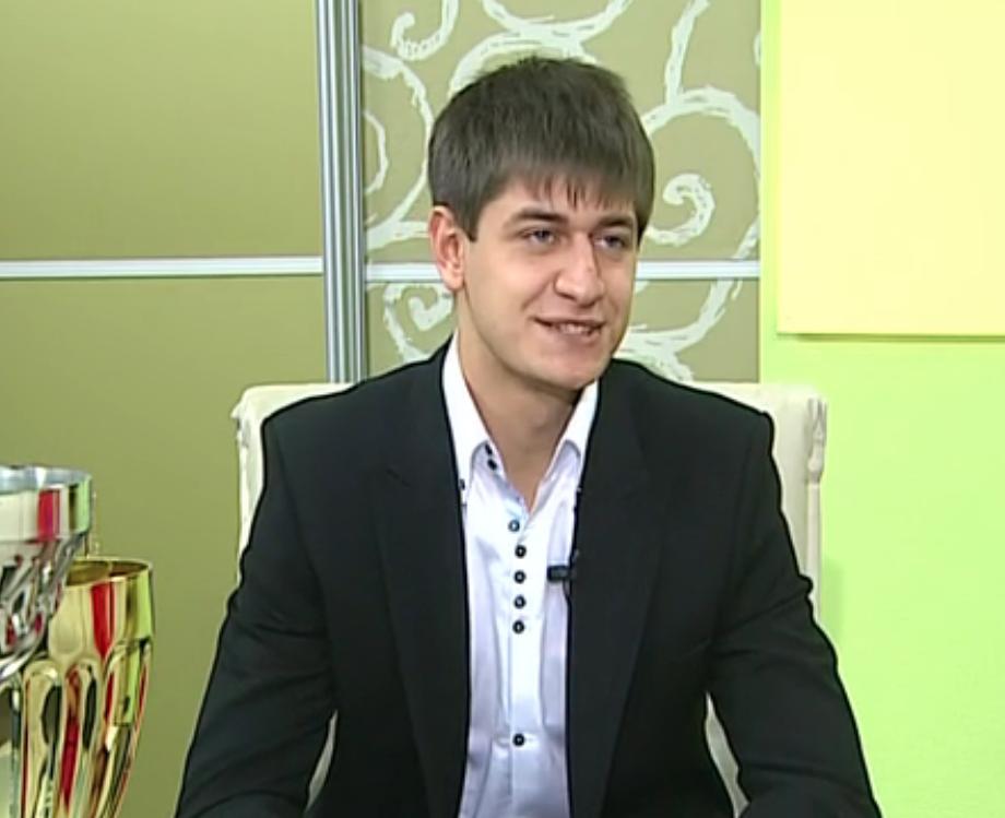Молодой Дава в эфире СТС в 2011-м. Здесь ему 19, он ещё искренне мечтает открыть школу для детей. Скриншот: © Телестанция мир