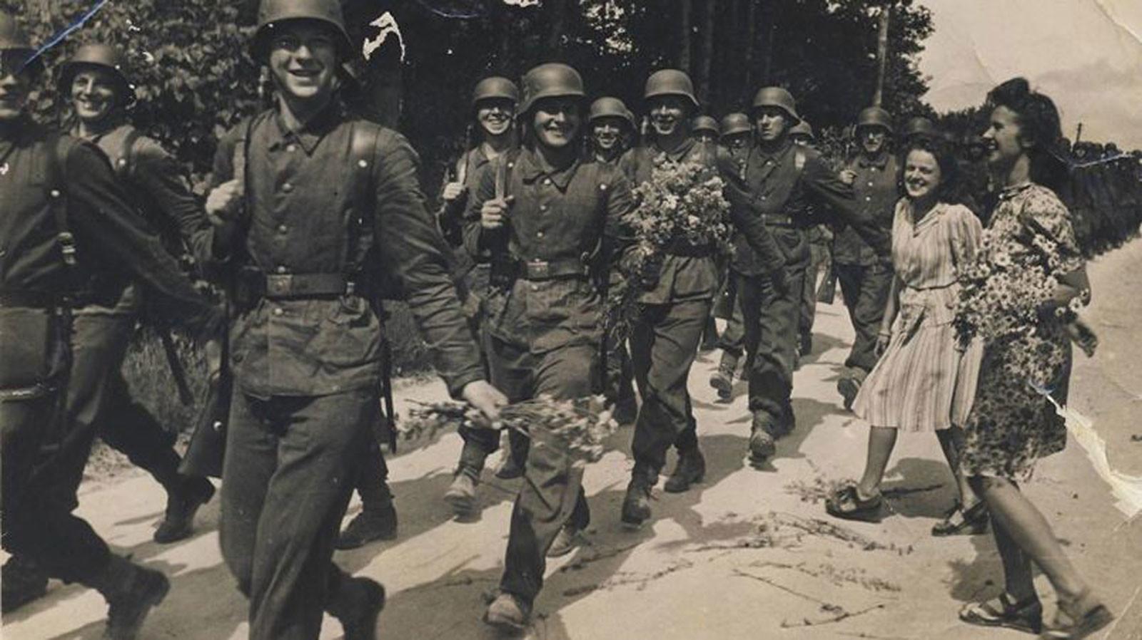 Участники Латышского легиона ваффен-СС идут воевать Фото © rubaltic.ru