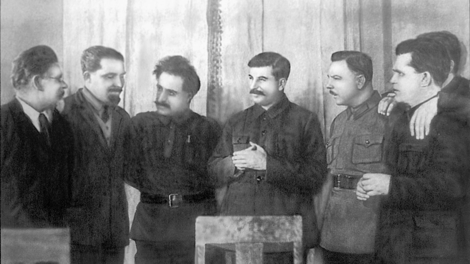 На 50-летии Иосифа Сталина, 21 декабря 1929 года. Г. К. Орджоникидзе — третий слева. Фото © Wikipedia