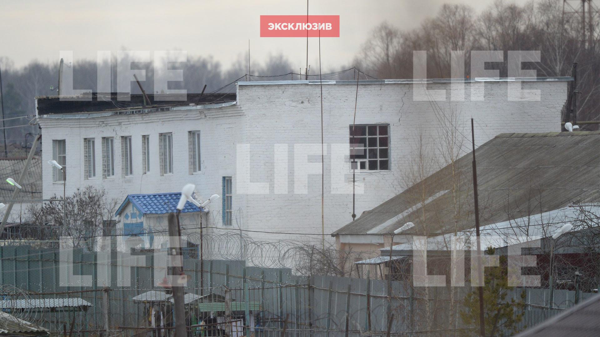 Барак, где живёт Дмитрий Захарченко. Фото © LIFE