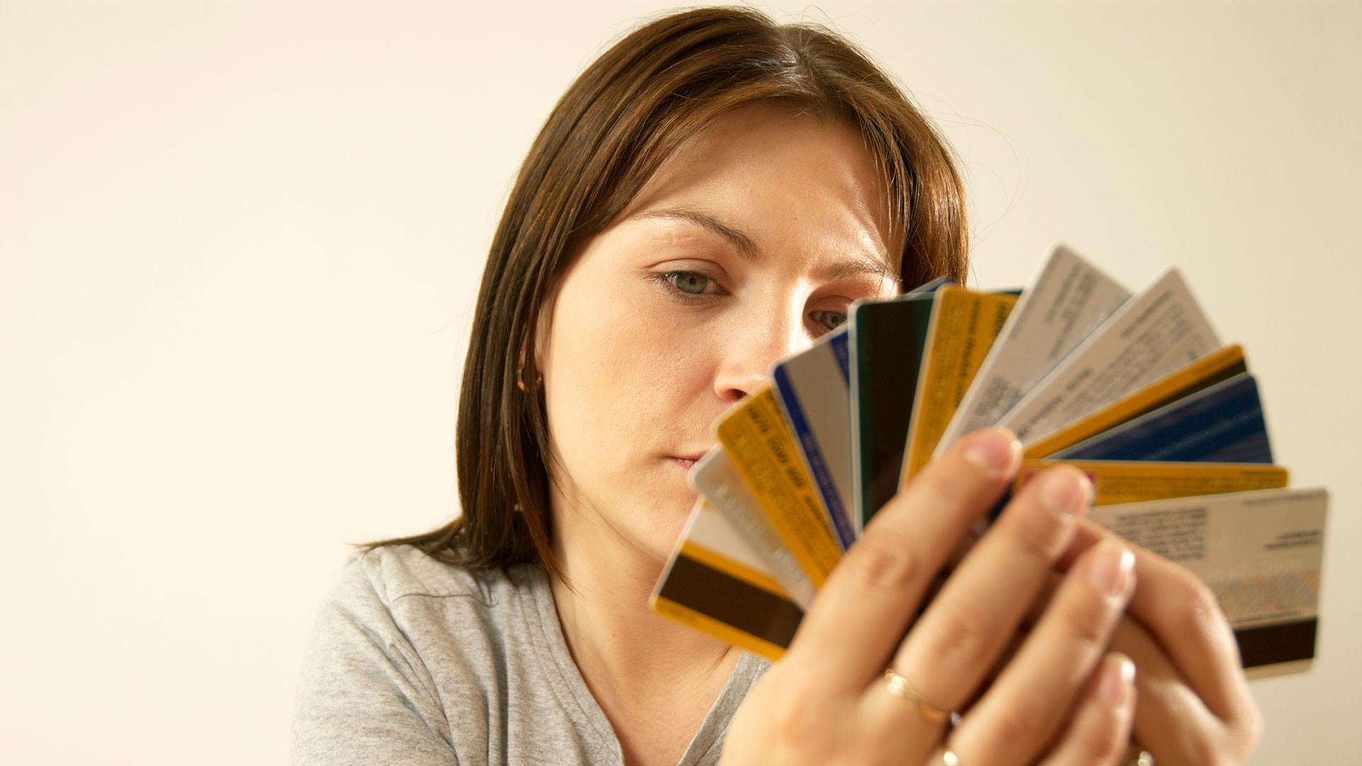 Банки начали выдавать кредитные карты с лимитом в 10 копеек