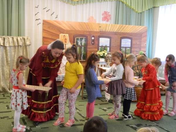 """Театрализованный досуг в детском саду № 43. Фото © """"Виртуальный Таганрог"""""""