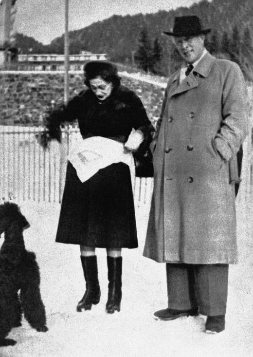 Шанель и Динклаге в Швейцарии, 1951 год. Фото © fashionatto.literatortura.com