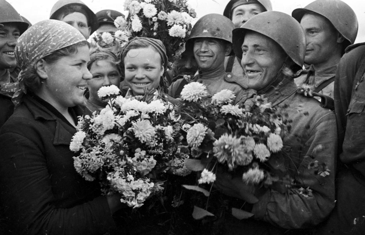 Путь к Великой Победе был бы невозможен без великого труда и подвига всего советского народа. Фото: Минобороны РФ