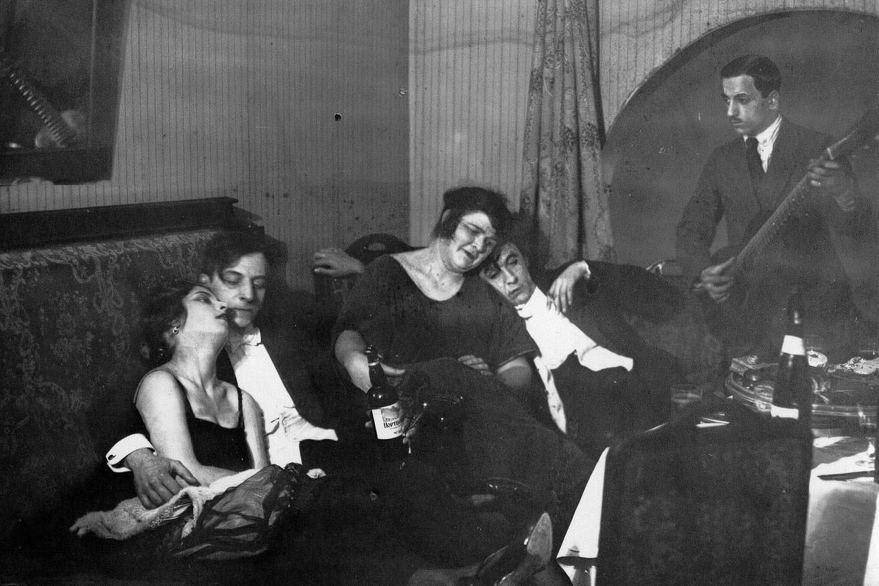 """Второразрядные бланковые проститутки обслуживают клиентов в отеле """"Европа"""". Фото © Паствью"""