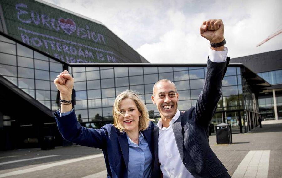 <p>Директор концертного зала Ahoy Йоланда Янсен (слева) и олдермен Саид Касми (справа). Фото © ТАСС / ЕРА / KOEN VAN WEEL</p>