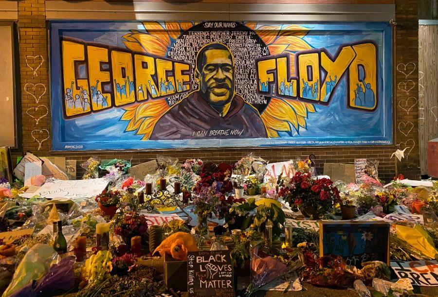 "<p>Стихийный мемориал в память о Джордже Флойде в Миннеаполисе. Фото © Twitter / <a href=""https://twitter.com/ChristianeWCCO/status/1267414786935046144/photo/1"" target=""_blank"" rel=""noopener noreferrer"">Christiane Cordero</a></p>"
