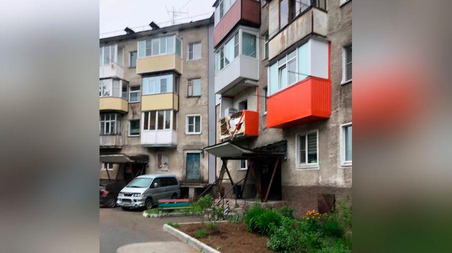 "<p>Фото © <a href=""https://ia41.ru/2020/06/13/v-kvartire-v-gorode-elizovo-vzorvalsya-samogonnyj-apparat/"" target=""_blank"" rel=""noopener noreferrer"">Ia41.ru</a></p>"