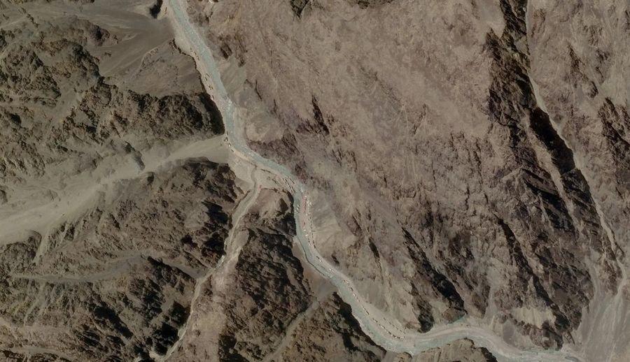 Спутниковое изображение, сделанное 16 июня, на котором изображены китайские военные в долине Галван. Фото © The Guardian