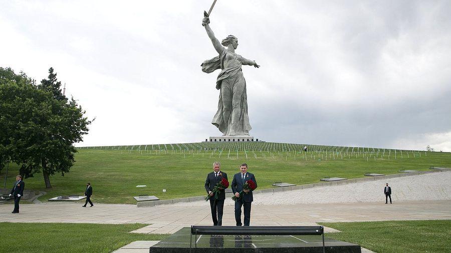 <p>Председатель ГД Вячеслав Володин и губернатор Волгоградской области Андрей Бочаров. Фото © Госдума</p>