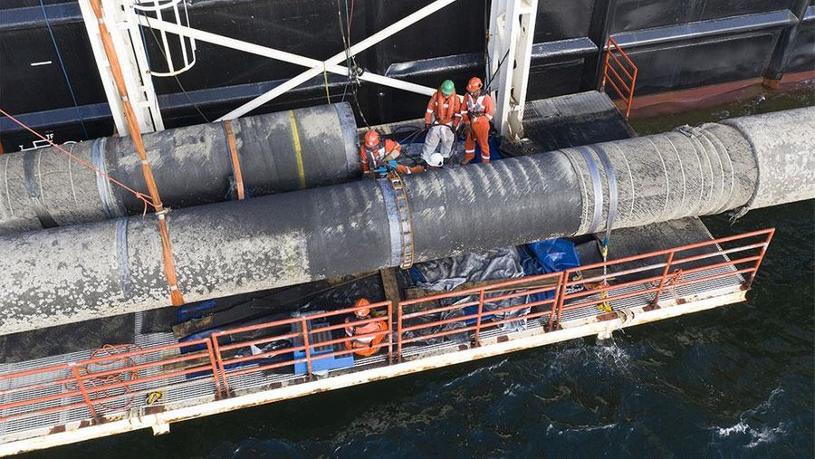 """<p>Фото © <a href=""""https://www.nord-stream2.com/ru/dlia-pressy/izobrazheniya/connecting-pipe-sections-above-water-799/"""" target=""""_blank"""" rel=""""noopener noreferrer"""">Nord Stream 2</a></p>"""