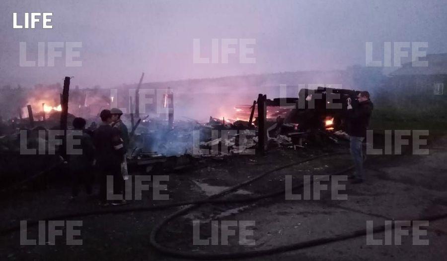 Фото с места происшествия Лайфу прислал гражданский журналист через приложение LiveCorr (доступно на Android и iOS).