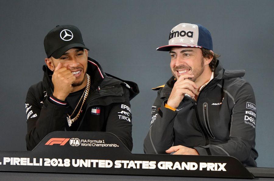 Хэмилтон и Алонсо в 2018 году. Фото © AP / TASS / Darren Abate