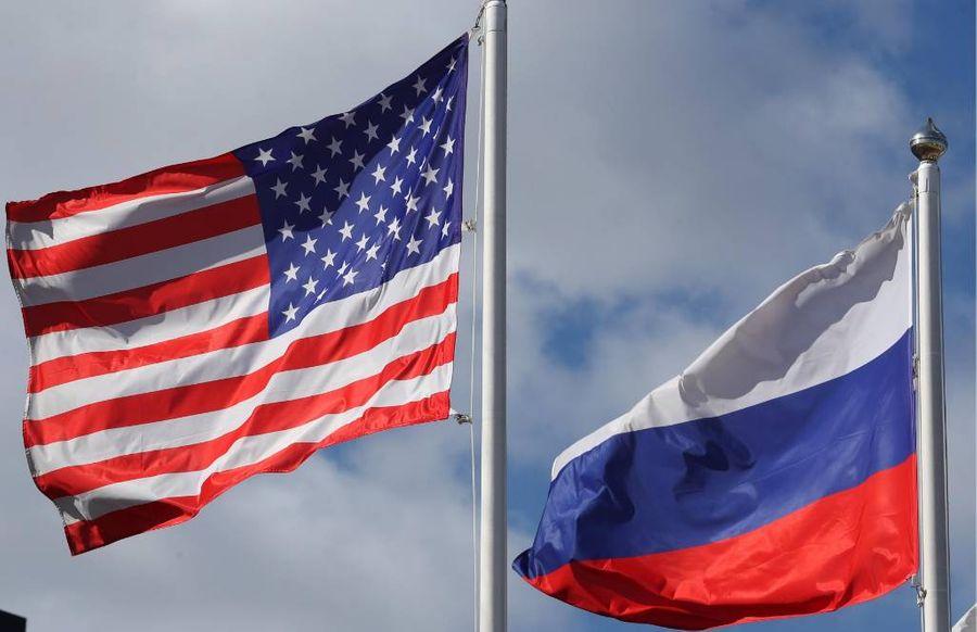 <p>Флаги США и России. Фото © ТАСС / Александр Демьянчук</p>