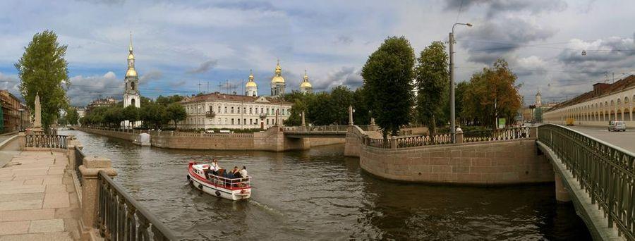 Вид на Никольскую церковь с Крюкова канала в Санкт-Петербурге. Фото © ТАСС / Сергей Александров