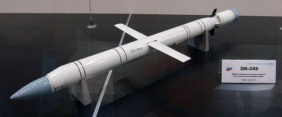 "<p>Макет экспортного варианта 3М-54Э. Фото © <a href=""https://commons.wikimedia.org/wiki/File:3M-54E_missile_MAKS2009.jpg?uselang=ru"" target=""_blank"" rel=""noopener noreferrer"">Wikipedia</a></p>"