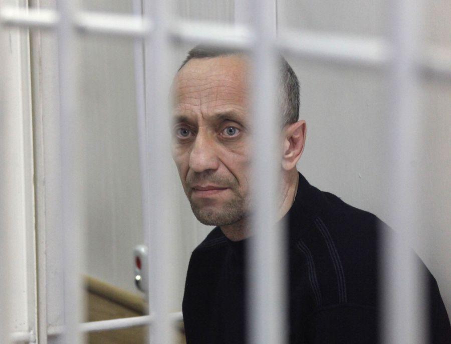 <p>Ангарский маньяк Михаил Попков. Фото © EPA / DMITRY DMITRIYEV</p>