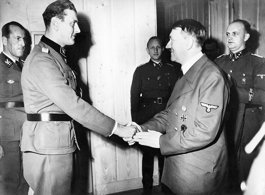 Отто Скорцени и Адольф Гитлер. Фото © ullstein bild / ullstein bild via Getty Images