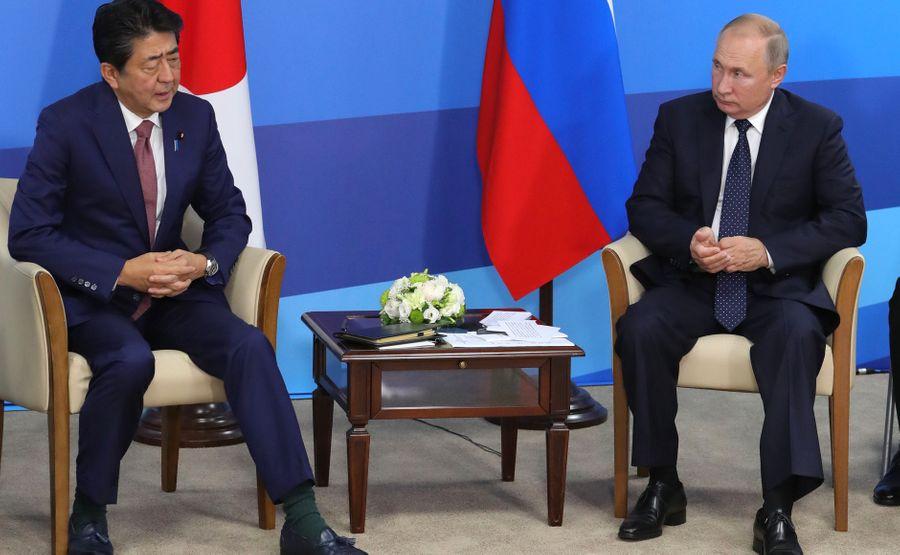 <p>Президент РФ Владимир Путин и премьер-министр Японии Синдзо Абэ. Фото © Kremlin</p>