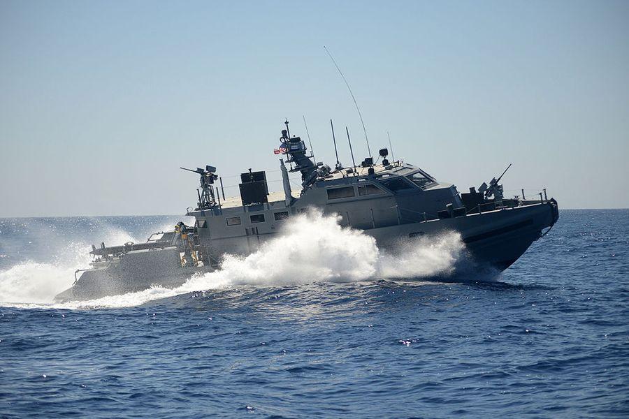 """<p>Американский патрульный катер Mark VI Фото © <a href=""""https://en.wikipedia.org/wiki/Mark_VI_patrol_boat#/media/File:US_Navy_Coastal_Riverine_Group_1_Coastal_Command_Boat_off_San_Diego_2013.JPG"""" target=""""_blank"""" rel=""""noopener noreferrer"""">Википедия</a></p>"""