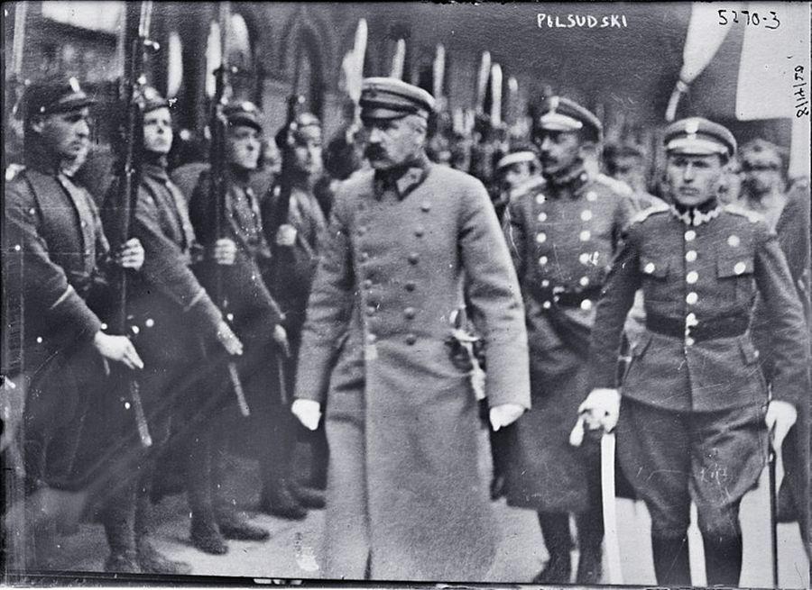 Юзеф Пилсудский с солдатами в Минске, 1919 год. Фото © Wikipedia