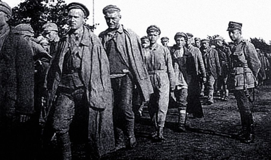 Пленные красноармейцы в Тухольском лагере. Фото © Wikipedia