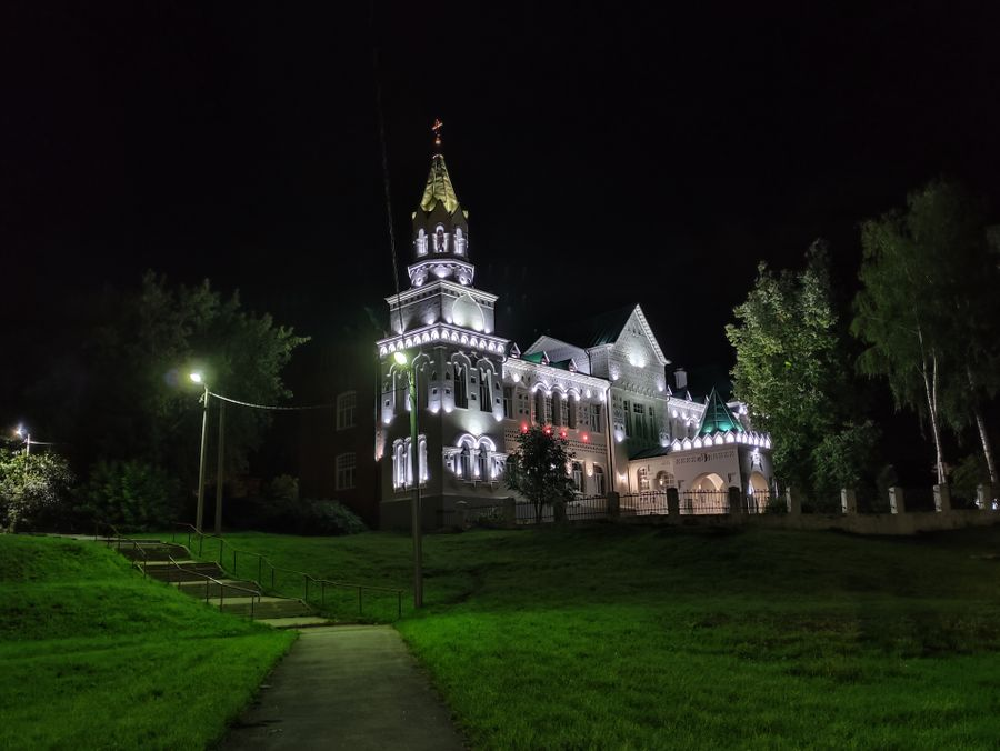 Ночная съёмка. Фото ©LIFE / Денис Марков