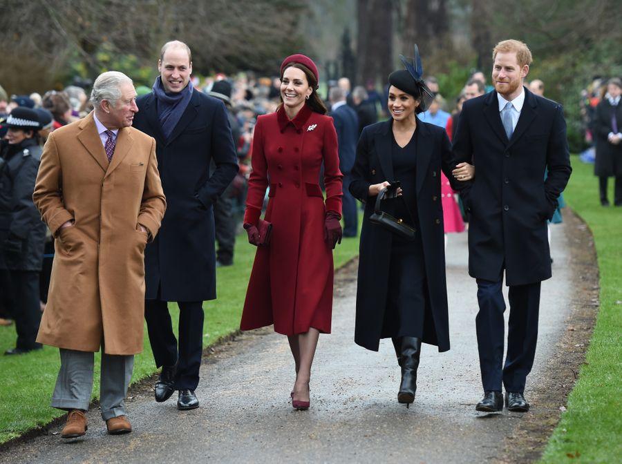 <p>Принц Чарльз, принц Уильям, герцогиня Кембриджская Кэтрин, герцогиня Сассекская Меган и принц Гарри (слева направо). Фото © ТАСС / PA Wire / PA Images</p>