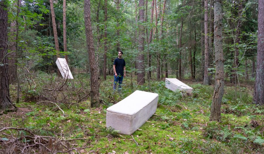 """<p>Фото © <a href=""""https://www.dezeen.com/2020/09/16/bob-hendrikx-living-cocoon-mycelium-coffin/"""" target=""""_blank"""" rel=""""noopener noreferrer"""">Dezeen</a></p>"""
