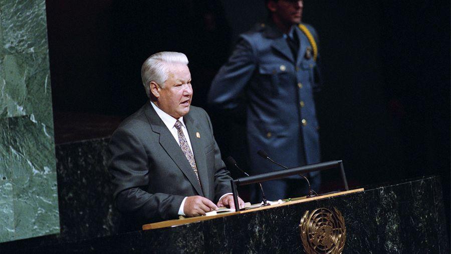 Борис Ельцин выступает с трибуны Генассамблеи ООН. Фото © ТАСС / Сенцов Александр, Чумичев Александр
