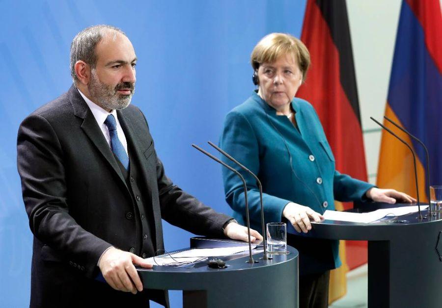 <p>Премьер-министр Армении Никол Пашинян и канцлер Германии Ангела Меркель. Фото © ТАСС / AP Photo / Michael Sohn</p>