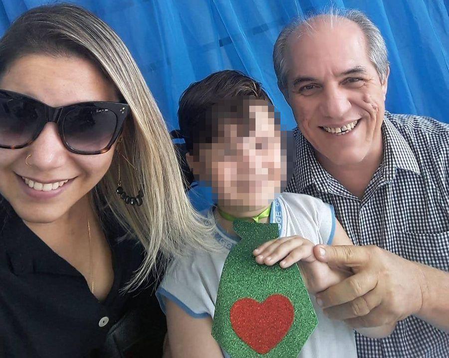Камилла де Мело с отцом и сыном. Фото © Instagram / kamyllaa.melo