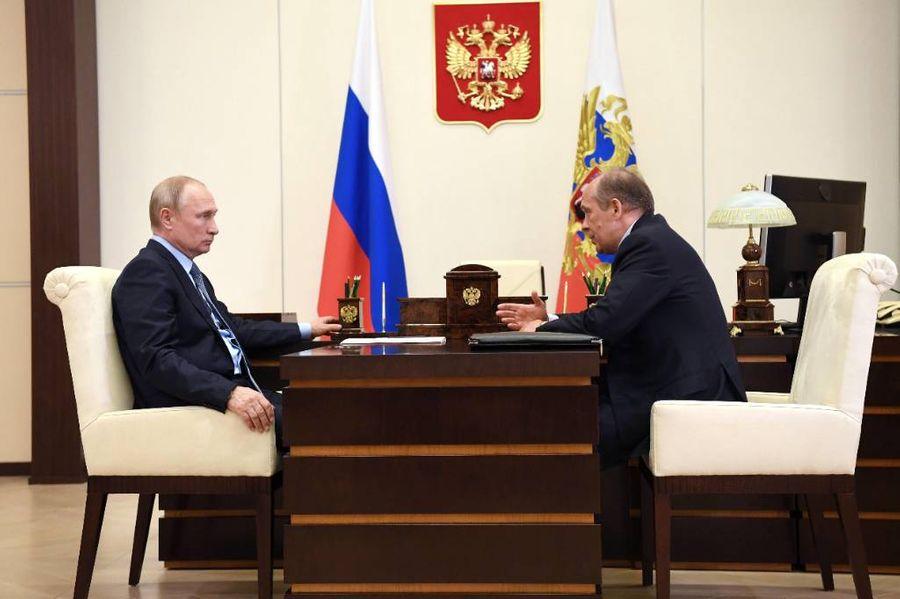 <p>Президент России Владимир Путин и глава ФСБ РФ Александр Бортников. Фото © ТАСС / Алексей Никольский</p>