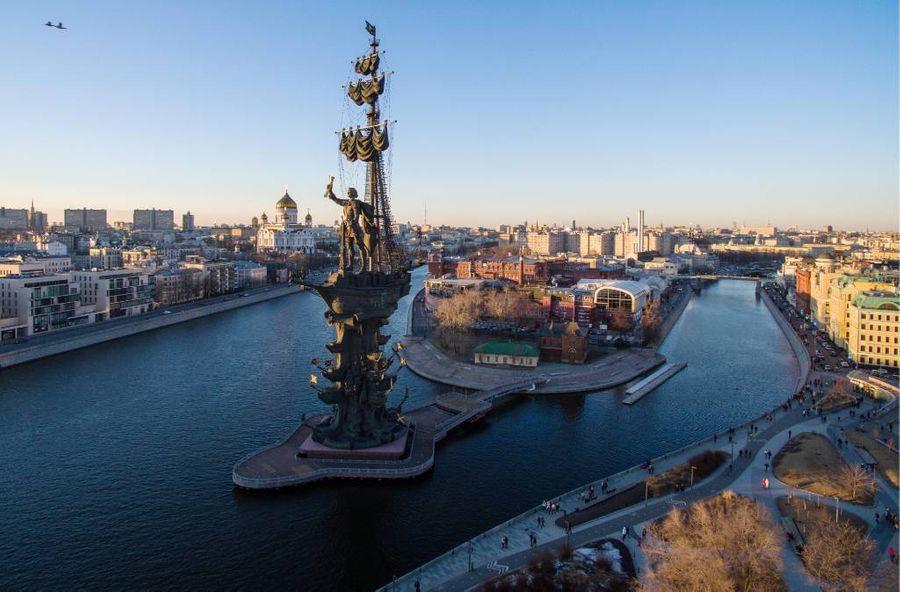 Остров Балчуг — самое тусовочное место Москвы. Фото © ТАСС /Сергей Бобылев