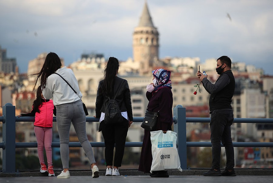 Фото © ТАСС / EPA / TOLGA BOZOGLU